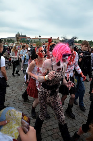 Zombies zaplavili centrum Prahy, konal se pátý ročník Zombie Walku